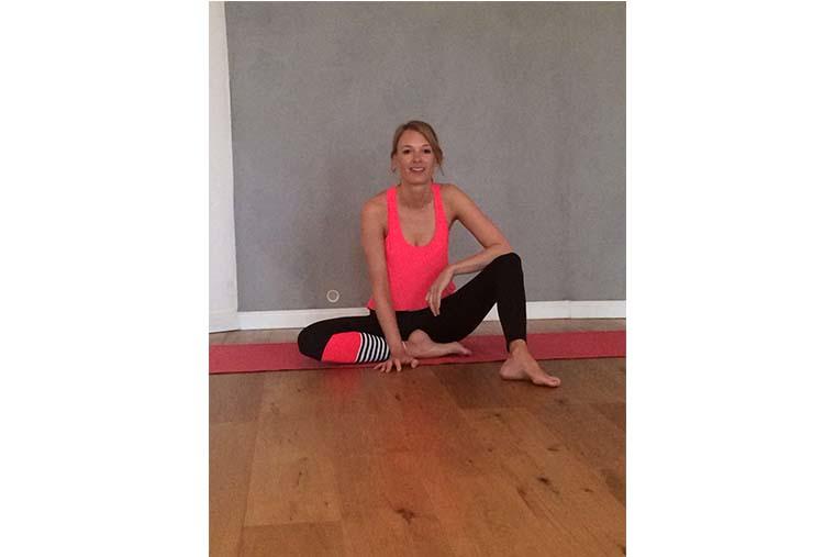 Jede Woche Live yoga mit mir auf facebook